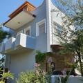 Liebevoll sanierte Villa in wunderschön bewachsener Villenanlage mit Pool
